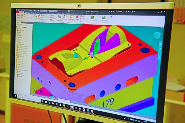 Ficco: progettazione e produzione minuterie metalliche e plastiche per l'industria del mobile- render 3D parte di punzone