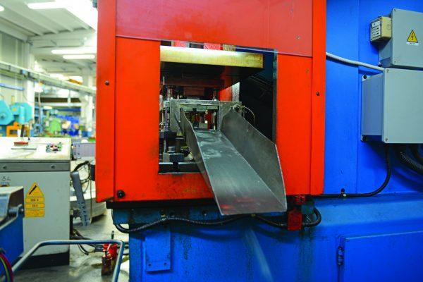 Ficco: progettazione e produzione minuterie metalliche e plastiche per l'industria del mobile - scivolo prodotti