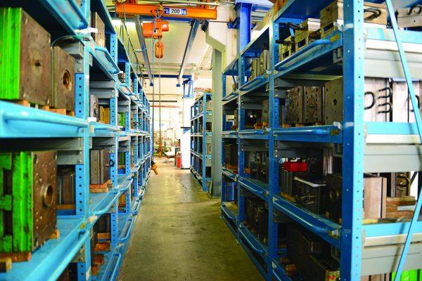 Ficco: progettazione e produzione minuterie metalliche e plastiche per l'industria del mobile - stoccaggio prodotti